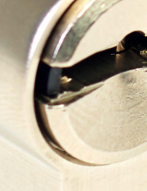 Bombillo y llaves de seguridad antibumping