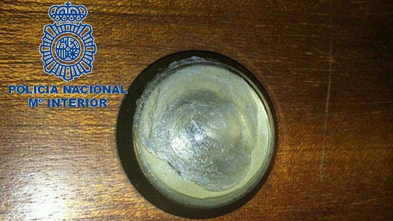 La policía alerta del sistema de robo con vaselina en la mirilla